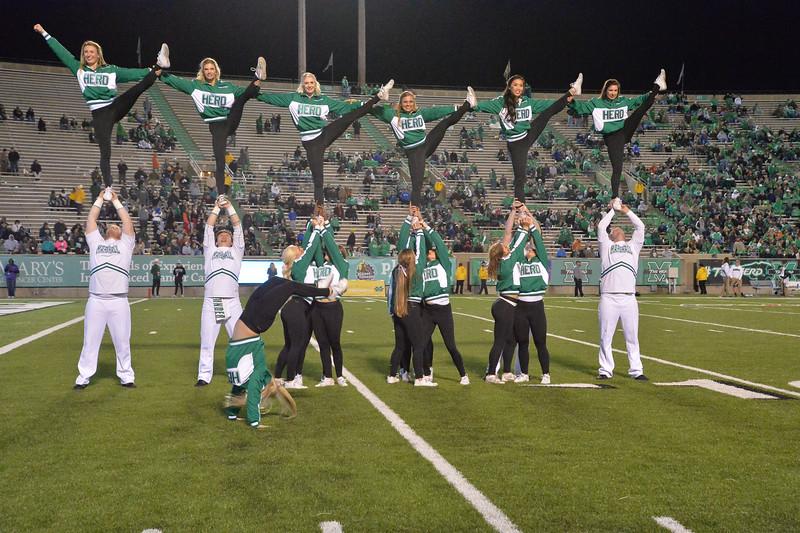 cheerleaders1482.jpg