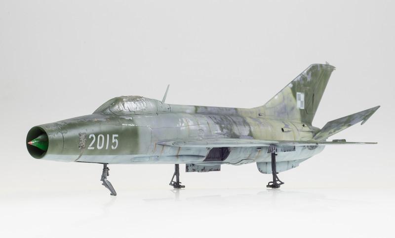 Trumpeter MiG-21F-13 04-19-14-2.jpg