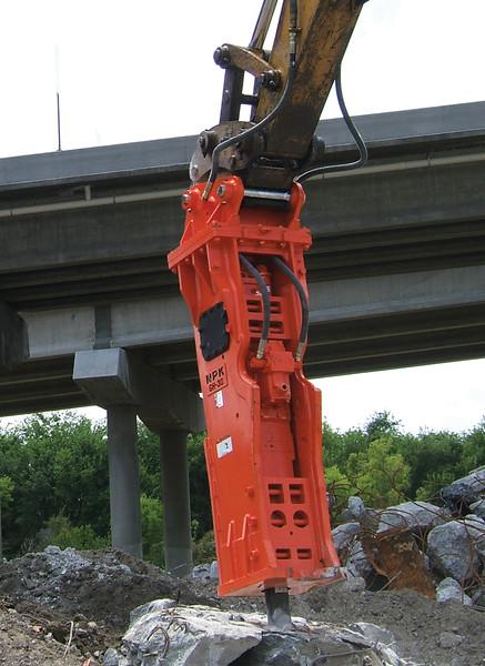 NPK GH30 hydraulic hammer on Testa excavator (7).jpg
