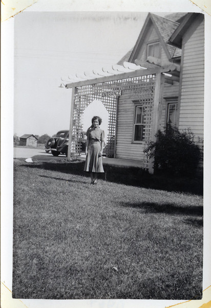 Julia Sept 1938 Mutton Villa.jpg