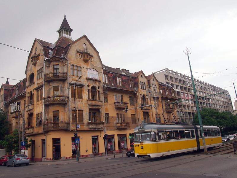 P5228543-yellow-tram.JPG