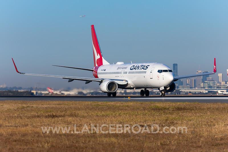 Qantas 737-800 - VH-VZM - BNE