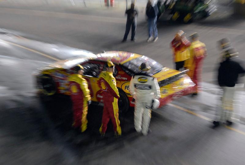 . Kevin Harvick\'s car is taken back to the garage area folliwng the NASCAR Daytona 500 at Daytona International Speedway in Daytona Beach, Fla., Sunday, Feb. 18, 2007. (AP Photo/Paul Kizzle)