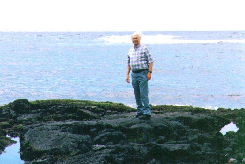 Wayne on shoreline of Hawai'i, 4-99.jpg