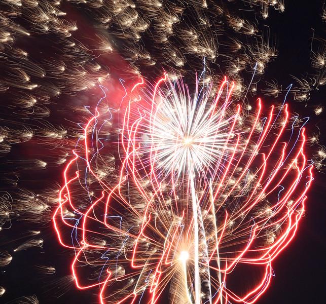 firework_24_20141019_1705321771.jpg
