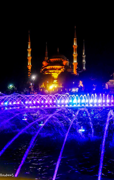 Night blue fountain  Mosque.jpg