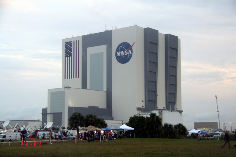 Media in front of the Vehicle Assembly Building