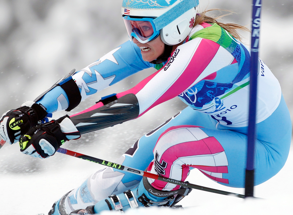 . Julia Mancuso of the United States  speeds down the course during the second run of the Women\'s giant slalom, at the Vancouver 2010 Olympics in Whistler, British Columbia, Thursday, Feb. 25, 2010. (AP Photo/Alessandro Trovati)