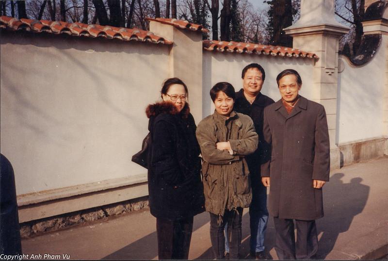 Co Lan Huong Visit 90s 27.jpg