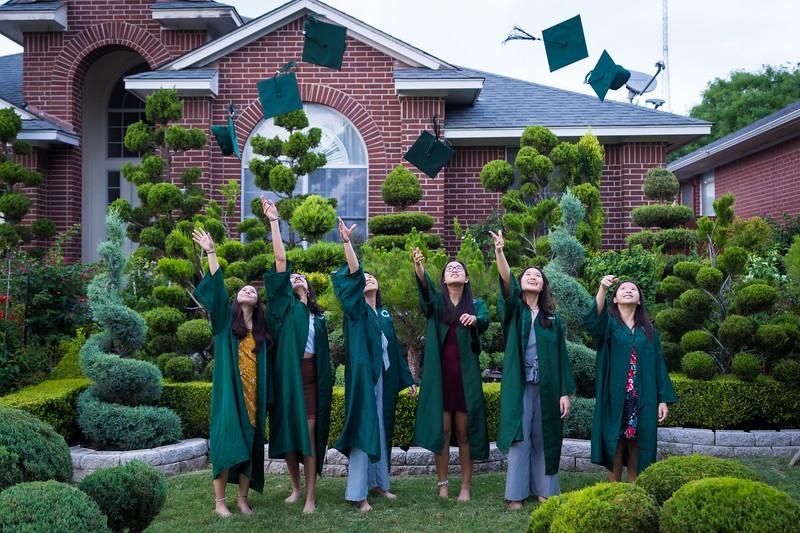 20200521_sarah-friends-connally-graduation_103.jpg