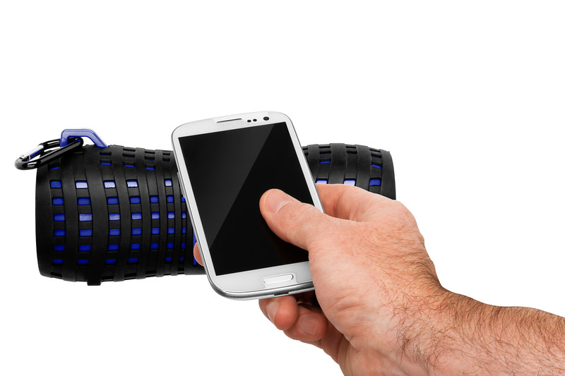 MRBT200_HAND_WITH_ANDROID_1.JPG