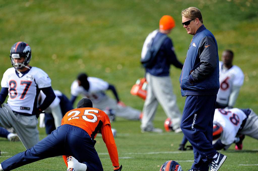 . Denver Broncos defensive coordinator Jak Del Rio walks through the players during practice November 4, 2013 at Dove Valley. The Denver Broncos on Monday named Defensive Coordinator Jack Del Rio as the team�s interim head coach, Executive Vice President of Football Operations John Elway announced.  (Photo by John Leyba/The Denver Post)