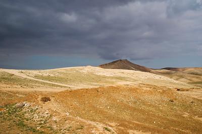 Har Amasa down into the Tze'elim basin towards Arad
