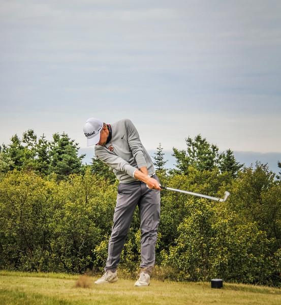 Rúnar Arnórsson, GK, slær hér á 2. teig á Garðavelli.  Mynd/seth@golf.is