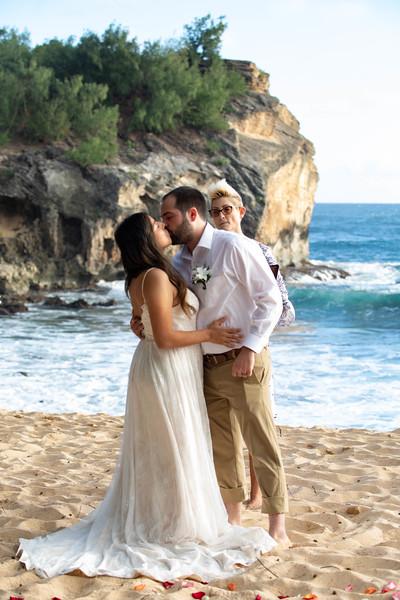 kauai wedding on shipwrecks-32.jpg