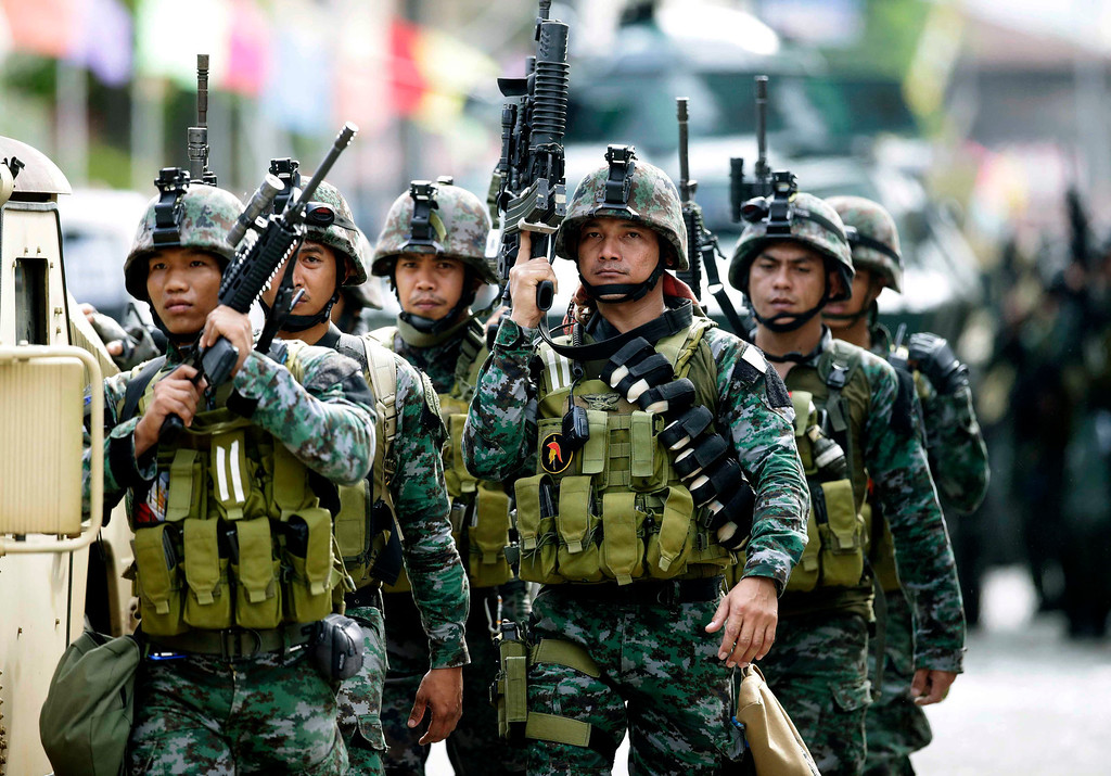. Fresh troops arrive to reinforce other government troopers as they continue their assault on Muslim rebels holding scores of hostages Thursday, Sept. 12, 2013, in Zamboanga city in the southern Philippines.  (AP Photo/Bullit Marquez)