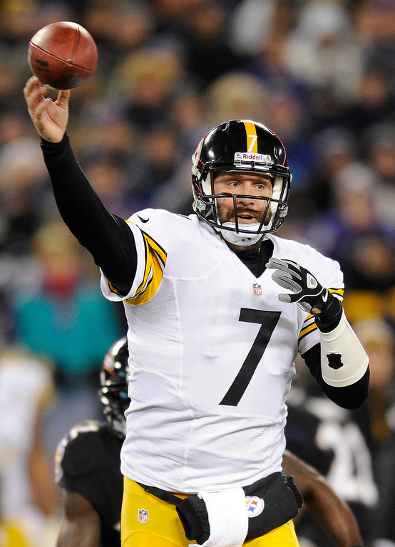 . Pittsburgh Steelers quarterback Ben Roethlisberger throws to a receiver in the first half of an NFL football game against the Baltimore Ravens, Thursday, Nov. 28, 2013, in Baltimore. (AP Photo/Nick Wass)