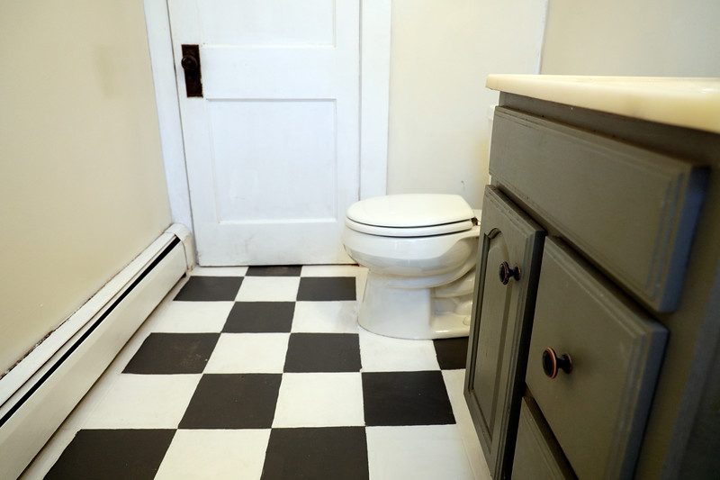 4 Pleasant St. 1st floor bathroom_1_.jpg