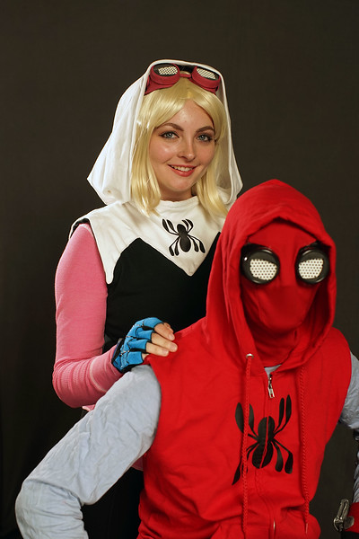Spiderman and Girl-01