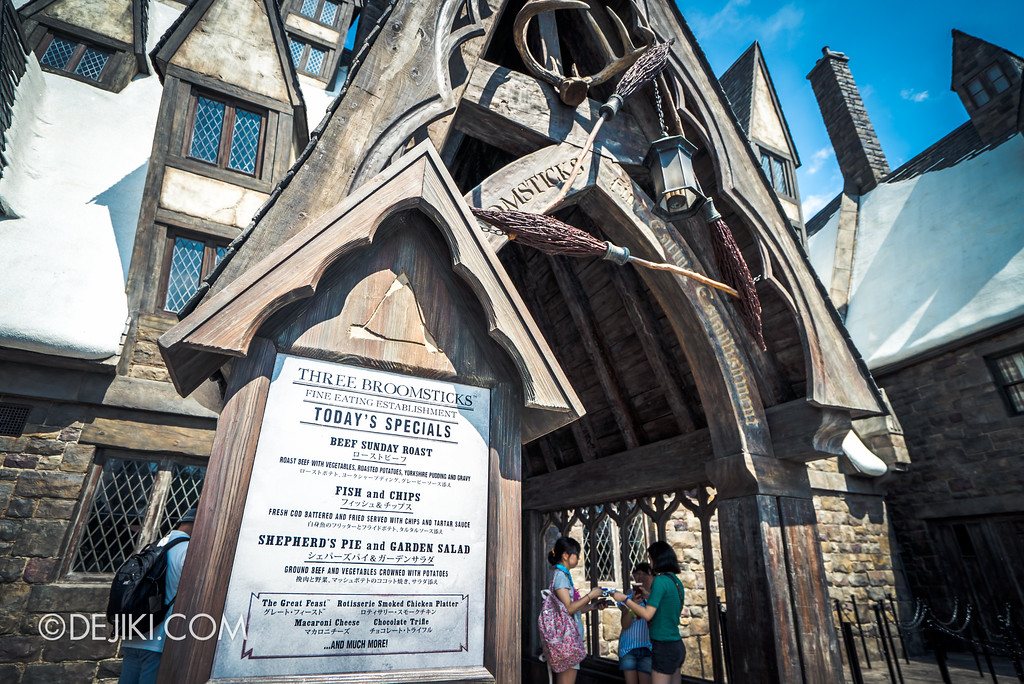 Universal Studios Japan - The Wizarding World of Harry Potter - Hogsmeade Three Broomsticks entrance