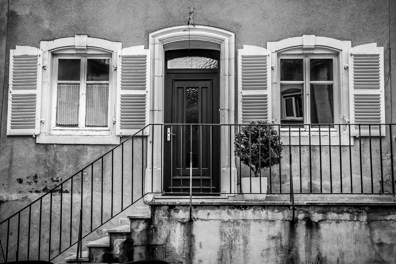 Beautiful B&W capture of a house in Rodemack.