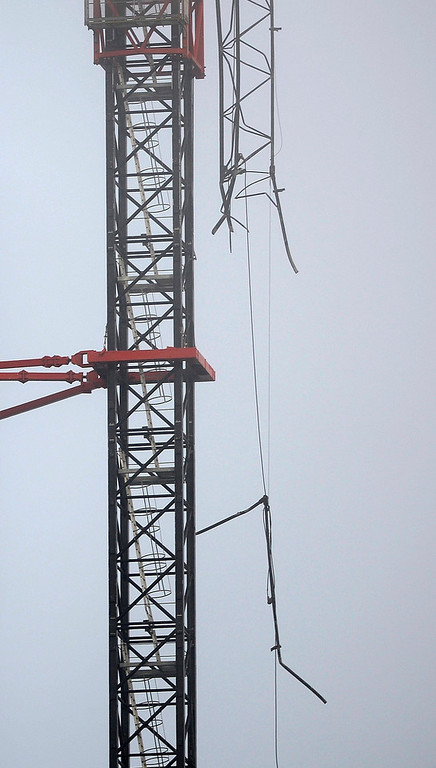. The damaged crane is seen on the St George\'s Tower at Vauxhall in London January 16, 2013. A helicopter crashed into a crane on top of one of Europe\'s tallest residential blocks in central London on Wednesday, killing two people as it burst into flames and threw plumes of smoke into the foggy air. REUTERS/Dylan Martinez
