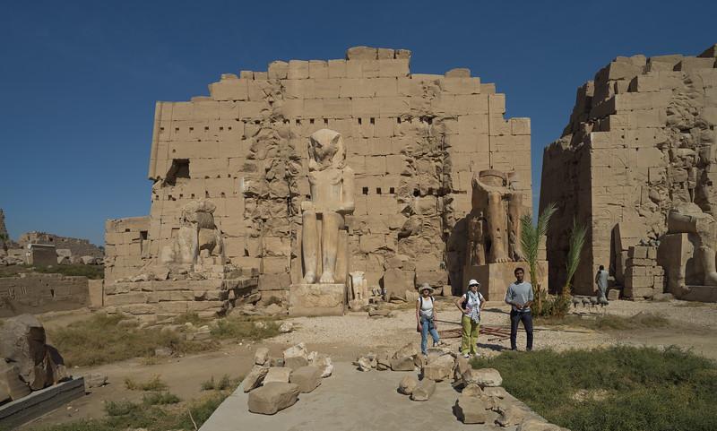 Celia y Maky en el Templo de Karnak