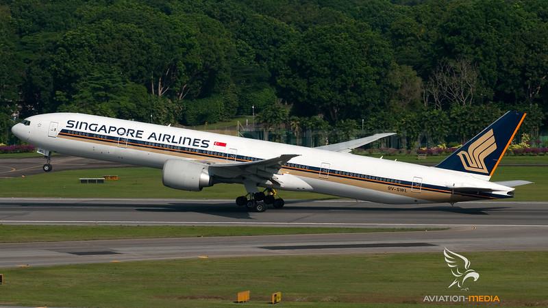 Singapore Airlines Boeing B777-300 9V-SWL