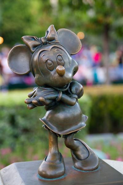 Minnie Statue