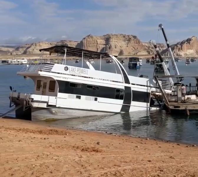 The Houseboat sank?