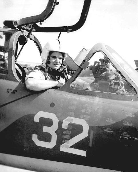 טייס בתא מטוס הפוגה, מטוס אימונים שהשתתף במלחמה