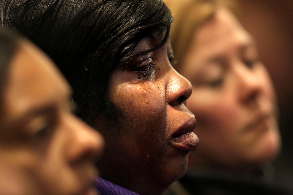 . Ursula Ward, center, mother of victim Odin Lloyd, is tearful during the murder trial for former New England Patriots football player Aaron Hernandez, Thursday, Jan. 29, 2015, in Fall River, Mass. Hernandez is charged with killing Lloyd, 27, a semiprofessional football player, in June 2013.  (AP Photo/Steven Senne, Pool)