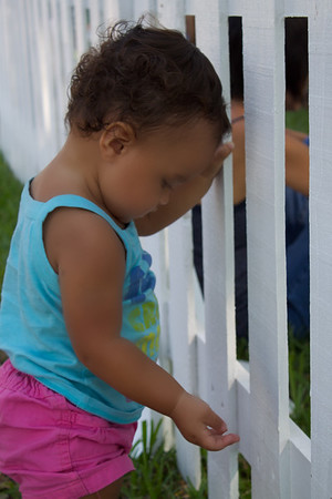 2010_10_Bella By The White Fence_DelRay