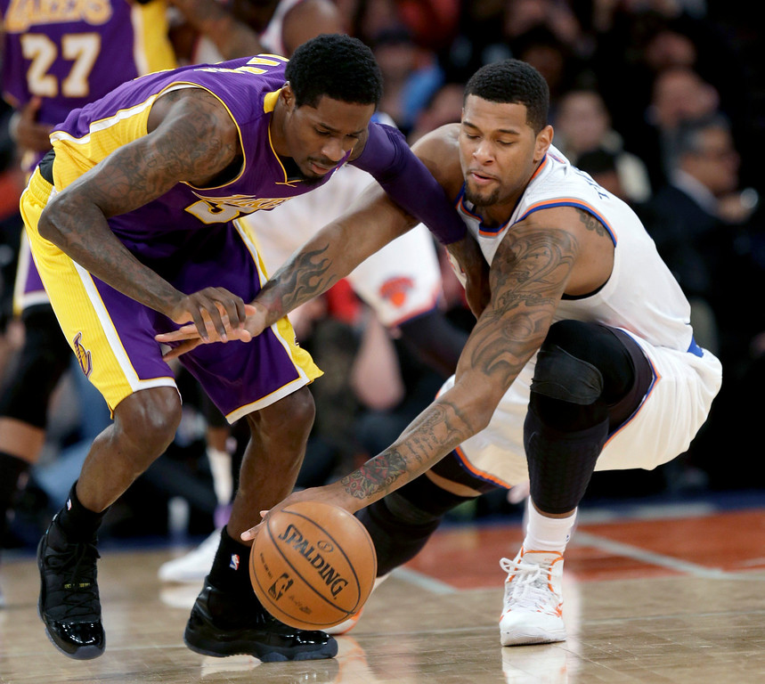 . Los Angeles Lakers\' Manny Harris, left, and New York Knicks\' Jeremy Tyler fight for the ball during the second half of an NBA basketball game at Madison Square Garden Sunday, Jan. 26, 2014, in New York. The Knicks won 110-103. (AP Photo/Seth Wenig)