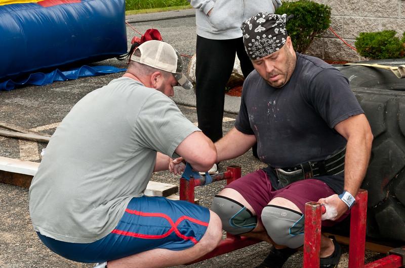 Fitness Revolution Strongman Challenge 2011_ERF4011.jpg