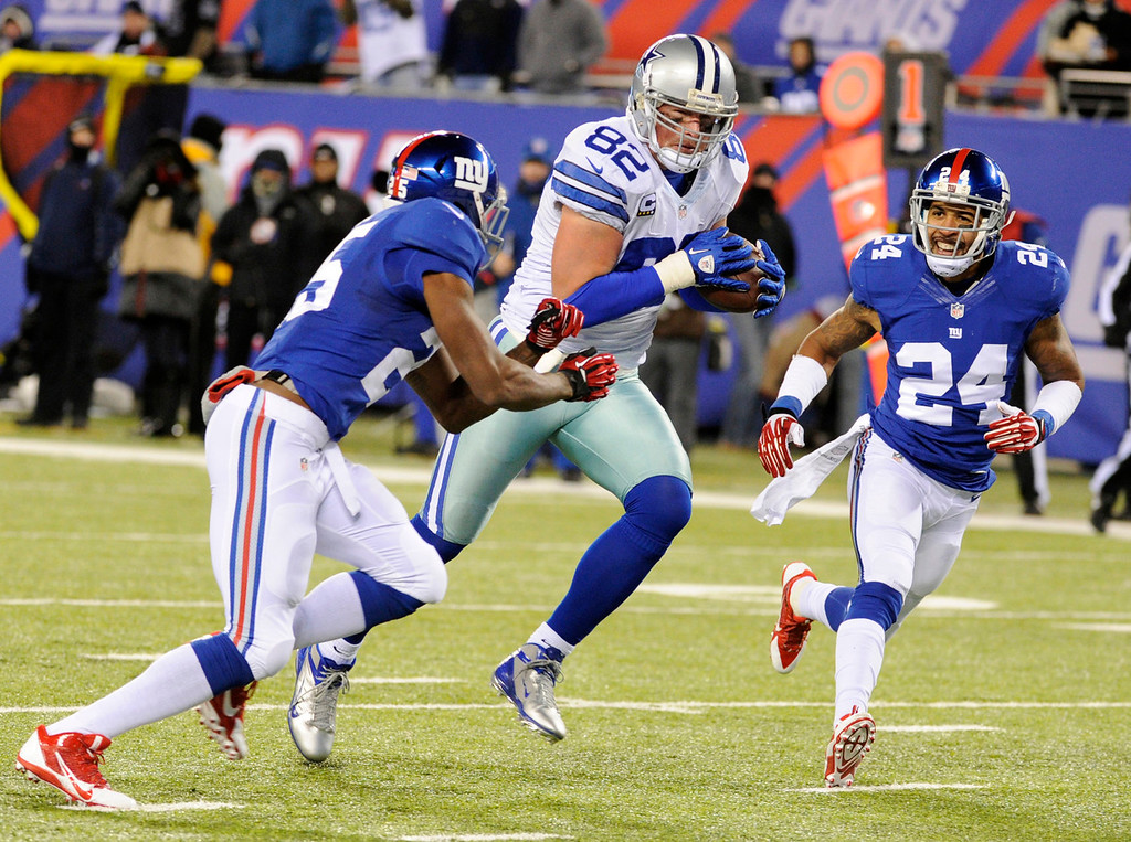 . Dallas Cowboys tight end Jason Witten (82) scores a touchdown as New York Giants free safety Will Hill (25) and cornerback Terrell Thomas (24) defends on the play during the first half of an NFL football game Sunday, Nov. 24, 2013, in East Rutherford, N.J. (AP Photo/Bill Kostroun)