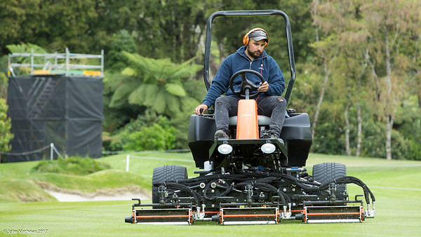 Perry Hayman at work preparing the Royal Wellington Golf Club  to host the Asia-Pacific Amateur Championship tournament 2017 held in Heretaunga, Upper Hutt, New Zealand from 26 - 29 October 2017. Copyright John Mathews 2017.   www.megasportmedia.co.nz