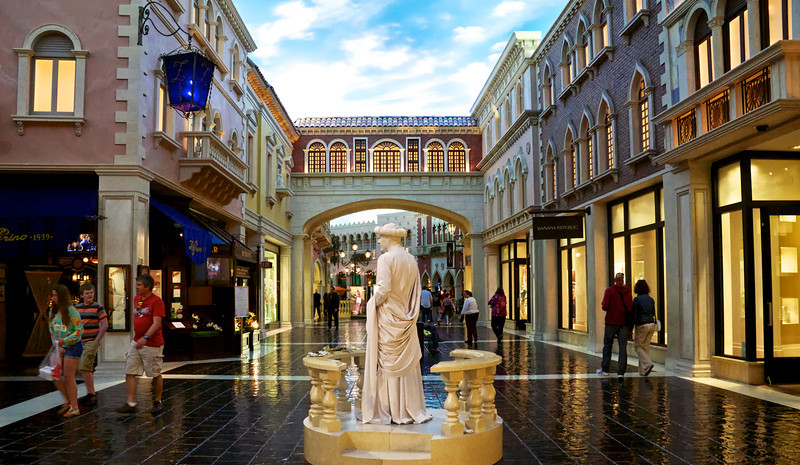 Grand Canal Shoppes featuring a Living Statue performer. The venetian, Las Vegas.