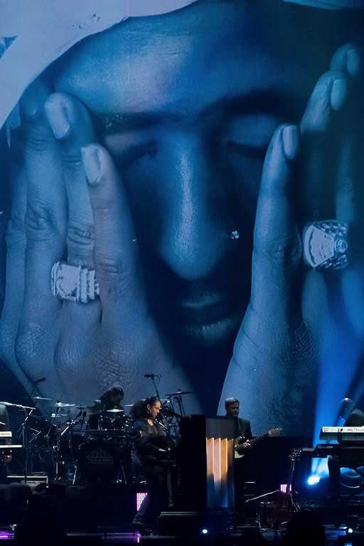 . Alicia Keys performs a tribute to inductee Tupac Shakur at the 2017 Rock and Roll Hall of Fame induction ceremony at the Barclays Center on Friday, April 7, 2017, in New York. (Photo by Charles Sykes/Invision/AP)