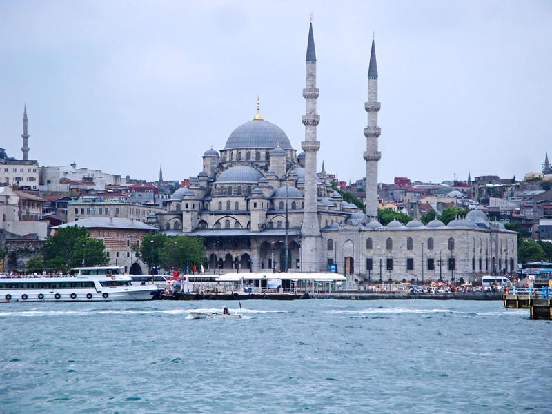 Yeni Mosque from Golden Horn.jpg