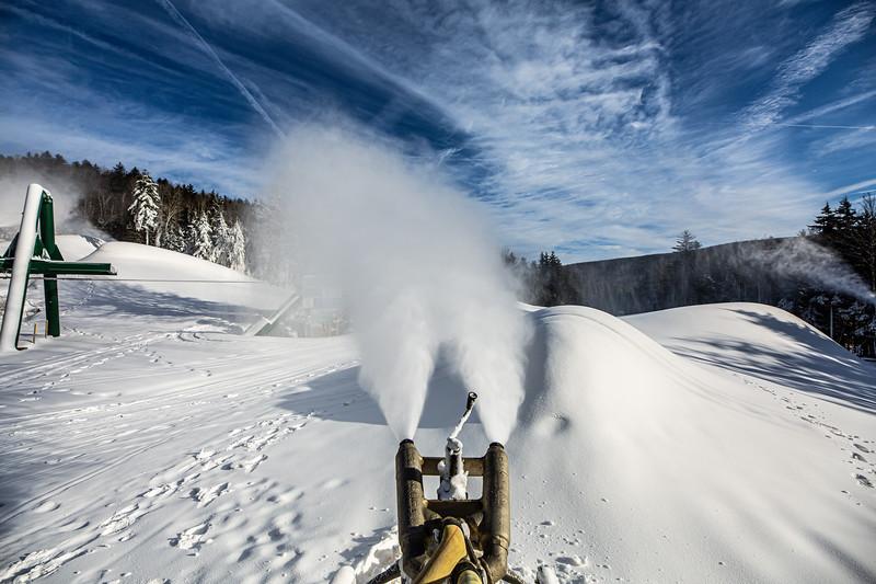 Snowmaking 1920-3646.jpg