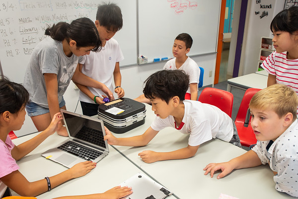 Living with Laptops - Grade 6
