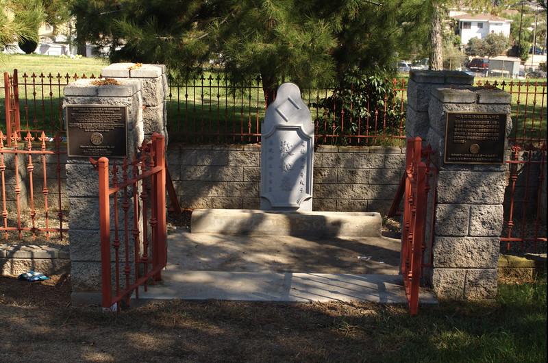 EvergreenCemetery008-ShrineEntrance-2006-09-11.jpg