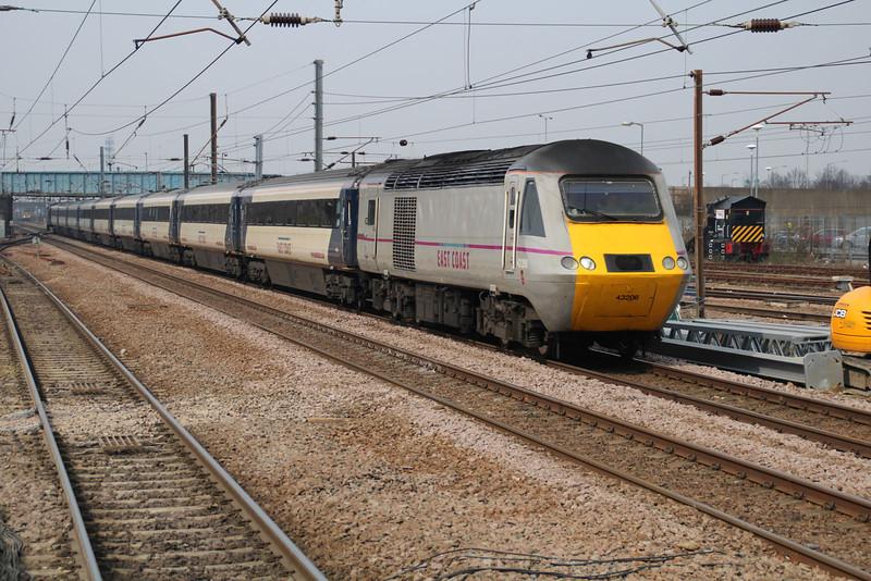43206_43238 1438 East Coast Service heads south to Kings Cross.