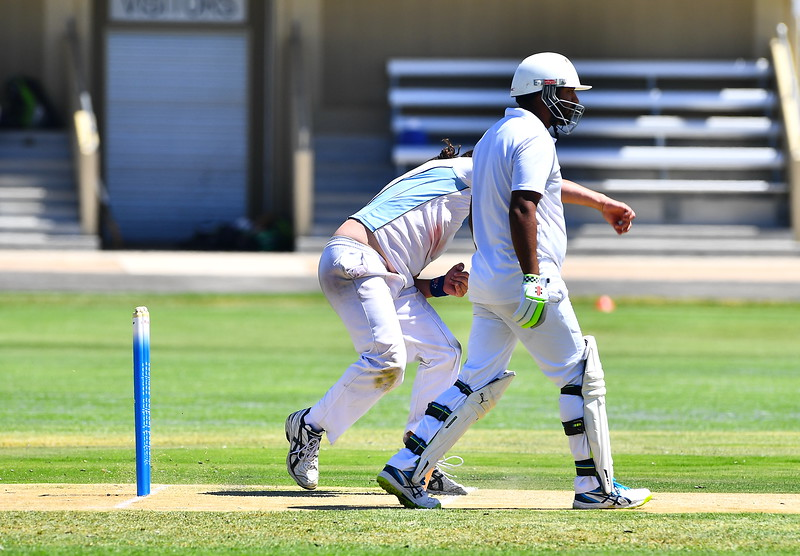 Roley Boon (Renmark North) bowling