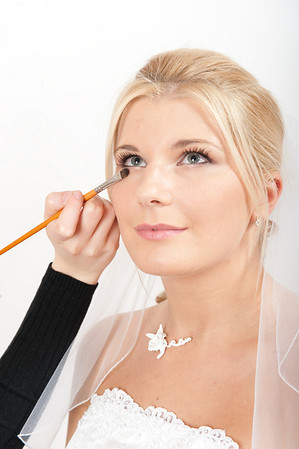 710200-bride-make-up