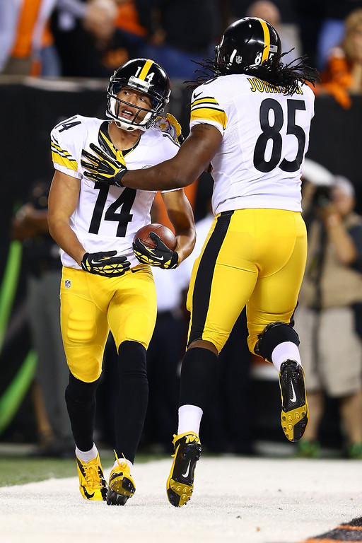 . Wide receiver Derek Moye #14 of the Pittsburgh Steelers celebrates with teammate David Johnson #85 of the Pittsburgh Steelers after Moye scores a one-yard touchdown against the Cincinnati Bengals at Paul Brown Stadium on September 16, 2013 in Cincinnati, Ohio.  (Photo by Andy Lyons/Getty Images)