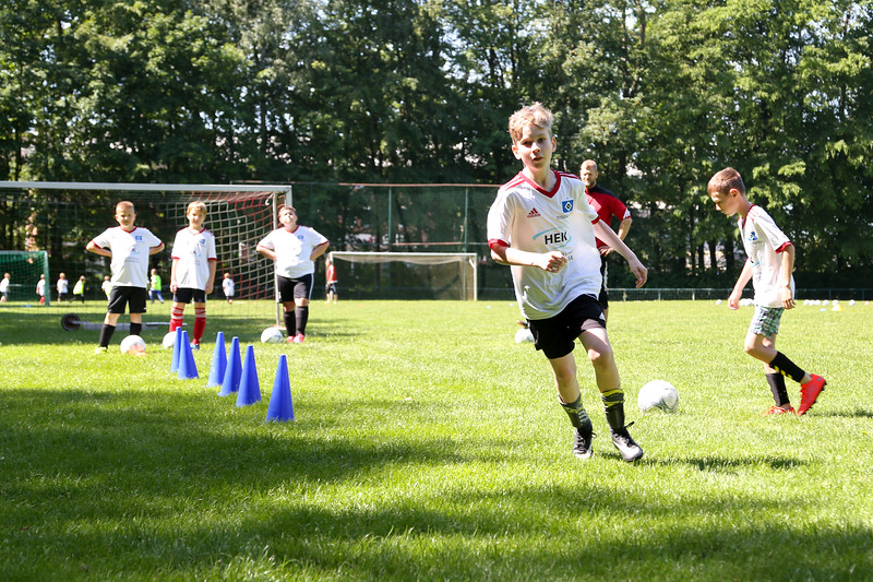 hsv_fussballschule-301_48048034242_o.jpg