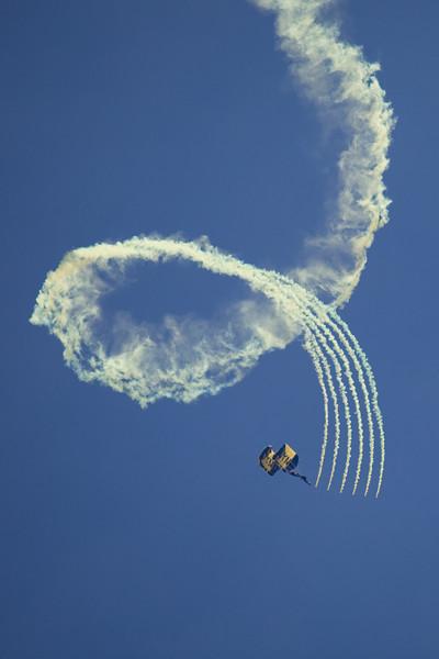 Navy Seals open the airshow.