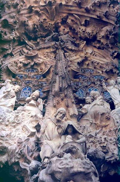 Sagrada Familia Front View 2.jpg